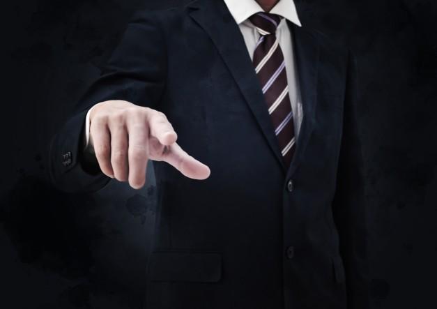 指差すビジネスマン